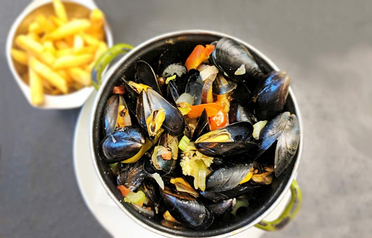 Moules-frites In Le Pré Salé | TasteAtlas | Recommended authentic restaurants